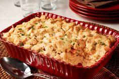 Une casserole composée de couches de riz, de légumes et de dinde, nappée d'une sauce onctueuse et recouverte d'une garniture au fromage. Une excellente façon d'accommoder les restes!