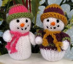 Super cute and easy free snowman Christmas knitting patterns designed by Flutterby Patch. Find the free pattern here: link