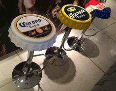 Desenvolvemos banquetas de bar super descoladas. Elas são feitas em fibra de vidro com base de ferro cromado e ajuste de altura. Vários modelos ou podemos produzir customizadas com a sua logomarca. www.rvalentim.com