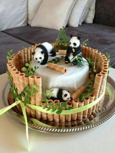 Panda cake with waffer sticks as bamboo, genius cake decorating design to inspire - Sweet Dreams And A Sip Of Coffee!☕️ - Panda cake with waffer sticks as bamboo, genius cake decorating design to inspire - Sweet Dreams And A Sip Of Coffee! Pretty Cakes, Cute Cakes, Beautiful Cakes, Amazing Cakes, Cake Decorating Designs, Creative Cake Decorating, Creative Cakes, Cake Designs, Decorating Tips