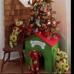 Dark christmas tree decor | Pet Society | Pinterest