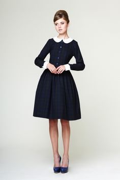 Liana - Woolen dress with detachable collar and cuffs