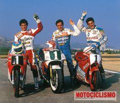 Triplete en el Mundial 1989. Sito Pons 250cc. Álex Crivillé 125cc. Champi Herreros 80cc.