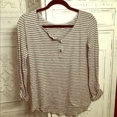 Calvin Klein super soft tee Super soft everyday top. 3 quarter length sleeves to keep out of your way. Great for layering under a cardigan or over a tank top. Calvin Klein Tops Tees - Long Sleeve