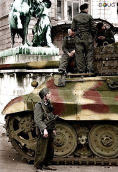 Königstiger, - 'Unternehmen Eisenfaust' - Buda Castle, Budapest - (Colorized version of the original B&W image). Tiger Ii, German Soldiers Ww2, German Army, Ww2 History, Military History, Germany Ww2, Military Armor, Tiger Tank, German Uniforms