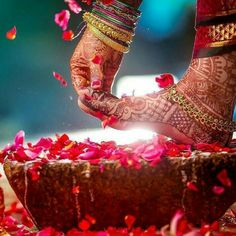 Photography of Indian Sikh bride at haldi ceremony, Punjab, India Fotografie der indischen Sikhbraut an Haldi-Zeremonie, Punjab, Indien Mehendi Photography, Indian Wedding Couple Photography, Indian Wedding Photos, Bride Photography, Indian Bridal, Wedding Images, Wedding Pictures, Photography Ideas, Dp Pictures