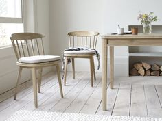 This solid oak chair is a nifty piece of design. We've kept the raked back nice and low so your shoulder blades will say 'thank you'! Oak Dining Chairs, Farmhouse Table Chairs, Wooden Dining Tables, Kitchen Chairs, Dining Room Table, Scandinavian Dining Chairs, Scandinavian Kitchen, Diy Chair, Curtains With Blinds