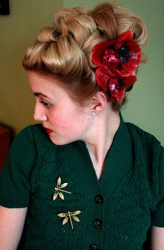 Wonderful hairdo!!    40's updo by miriamethel, via Flickr