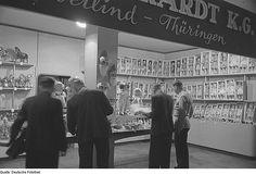1951 Messestand mit Spielzeug, Puppen | Flickr - Photo Sharing!