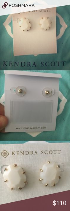 Kendra Scott Morgan Studs White pearl and gold. Comes with pouch and care card. Like new. Discontinued style, rare. Kendra Scott Jewelry Earrings