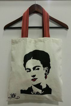 Frida Kahlo Tote bag. My Reality. Gift Friendly. de Lucky120 en Etsy https://www.etsy.com/es/listing/209104254/frida-kahlo-tote-bag-my-reality-gift
