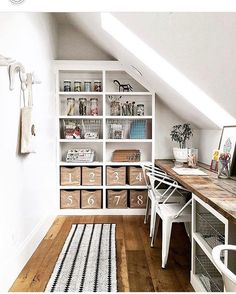 Just getting the kids home from school & wishing we had this space for homework!  Perfection @houseofjadeinteriors