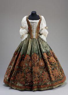 Платья из будапештского Музея прикладных искусств - Платье, по всей вероятности, из гардероба Урсулы (Оршойи) Эстерхази, середина XVII века.
