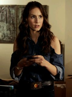 One hot chic! Love her top! ^_^ #TroianBellisario #Spencer #PLL