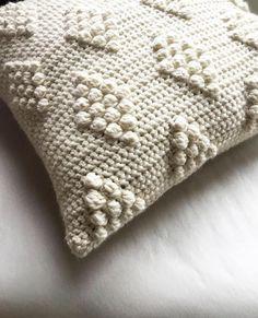 Crochet Skull Patterns, Crochet Pillow Patterns Free, Selling Crochet, Knee Pillow, Neck Pillow Travel, Crochet Cushions, Crochet Videos, Etsy, Crotchet