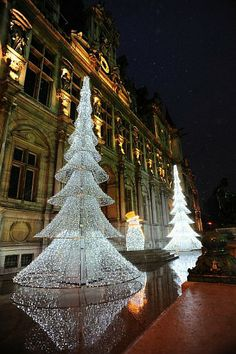 Xmas trees in front of Hotel de Ville, 75004 Paris Christmas In The City, Noel Christmas, Beautiful Christmas, Christmas And New Year, Winter Christmas, All Things Christmas, Christmas Lights, Christmas Decorations, Paris France
