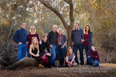 Group Family photography - Group Family photography Group Family photography Group Family photography Welcome to our website, - Large Family Portraits, Extended Family Photography, Large Family Poses, Family Portrait Poses, Large Family Photo Shoot Ideas Group Poses, Large Families, Beach Portraits, Fall Family Picture Outfits, Family Picture Colors