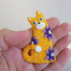 «#flowers #purple #etsy #brooch #gramotnik #кошка #лепка #полимернаяглина #ручнаяработа #желтый #кот #цветы #ярко #фимо #studiotort #handmade #fimo…»