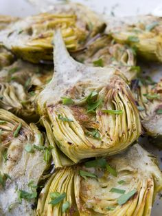 Artichokes are a popular ingredient in Mediterranean cuisine and this artichoke salad recipe is super quick and easy. Artichoke Salad, Grilled Artichoke, Artichoke Recipes, Greek Recipes, Paleo Recipes, Italian Recipes, Dessert Recipes, Desserts, Mayonnaise