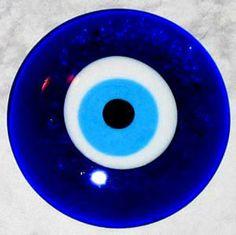 Bilde: Greek Eye Beads and Charms: GreekFleaMarket. Hamsa, Eyes Without A Face, Cogito Ergo Sum, Greek Blue, Greek Evil Eye, Always On My Mind, Evil Eye Jewelry, Western Art, Ancient Greece