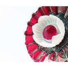 Artisan Garden Art Reclaimed Glass Plate Flower Garden Sculpture Yard... (465 PLN) ❤ liked on Polyvore featuring home, outdoors, outdoor decor, garden decor, flower stem, yard garden decor, garden patio decor and garden sculptures