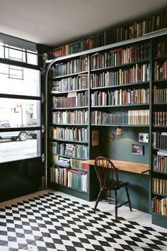 "bibliolectors: "" Living with reading"" Schrijftafel"