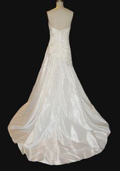 New-original-Demetrios-wedding-gown-Size-12-Ivory