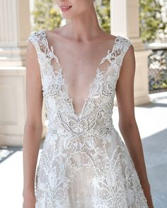 Reem Acra is a renowned international designer known for her breathtaking collections in Ready-to-Wear and Bridal. Ball Dresses, Ball Gowns, Reem Acra Wedding Dress, Bridal Gowns, Wedding Gowns, Pretty Wedding Dresses, Dress Hairstyles, Dream Wedding, Free Spirit