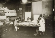 File:Child Labor in United States Lewis Wickes Hine, Norse Words, Working With Children, Library Of Congress, Kids Nutrition, Back In The Day, Victorian Era, Fashion Pictures, Vintage Photos