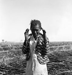 Praying Woman in the sugar cane field in St. Matthew 25, My Black, Black People, Black History, Vintage Black, Documentaries, Pray, How To Memorize Things, Environment