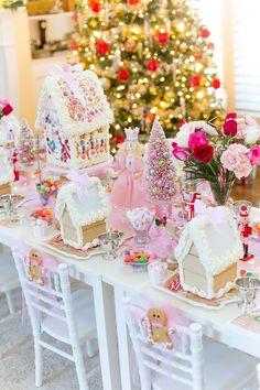 gingerbread party decorations, food, ideas & games for kids Momooze, Winter Tea Party, Christmas Birthday Party, Pink Christmas, Christmas Holidays, Christmas Decorations, Gingerbread Birthday Party, House Party Decorations, Gingerbread Decorations, Christmas Mantles