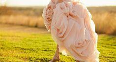 Ροζ απόχρωση για το νυφικό σας Ή μια μικρή ροζ λεπτομέρεια που θα κάνει τη διαφορά.