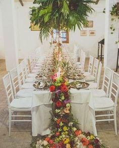 Se acerca @lafabricaworkshop que más que una formación al uso en arte floral es toda una experiencia. Es una fiesta (en sentido figurado y literal ya que durante 4 días montamos todos los espacios de una gran boda y la última noche los disfrutamos como invitados ) Tengo la suerte de tenerlos cerca en Almería y un año más repetiré.  Formación en negocio  marketing y arte floral (y más cosas que se mantienen en secreto hasta el día 1)... floristas de muchos lugares distintos trabajo intenso…