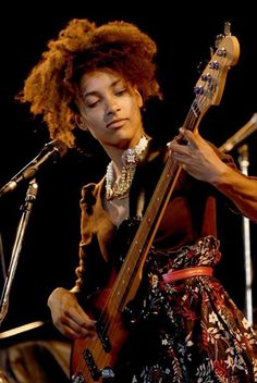 See Esperanza Spalding pictures, photo shoots, and listen online to the latest music. Jazz Artists, Jazz Musicians, Music Artists, Esperanza Spalding, Ukulele, Willie Dixon, Guitar Girl, Female Guitarist, Recorder Music