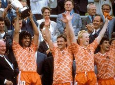 "Holland defeat the Soviet Union in the European Championship final. Ruud Gullit & van Basten were the scorers"" Kids Soccer, Soccer Stars, Football Soccer, Ruud Gullit, Ronald Koeman, International Football, National Football Teams, European Championships, Sports Betting"