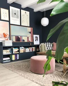 Blue and pink living room Interior Design Blogs, Interior Rugs, Blue And Pink Living Room, Simple Living Room, Living Room Inspiration, Interior Inspiration, Living Room Designs, Living Spaces, Business Office Decor