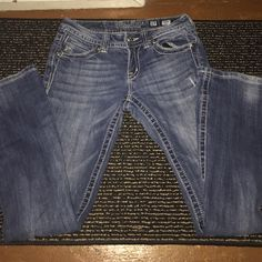 Miss Me jeans Great condition Miss Me jeans size 27. Inseam is 31 Miss Me Jeans Boot Cut