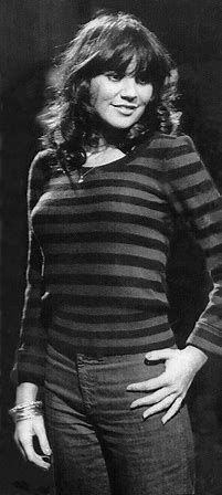 See the source image Linda Ronstadt, Joan Baez, Joan Jett, Country Singers, Country Music, Bonnie Raitt, Women Of Rock, Beautiful Voice, Beautiful Ladies