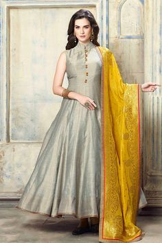 I love halter tops Indian Gowns, Indian Attire, Pakistani Dresses, Indian Outfits, Silk Anarkali Suits, Anarkali Dress, Indian Designer Suits, Party Wear Dresses, Indian Fashion