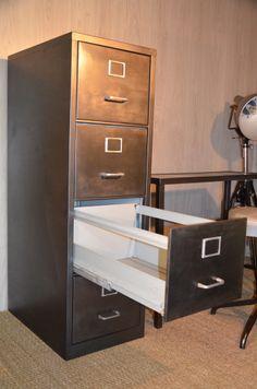 Classeur métallique 4 tiroirs, disponible sur hewel-mobilier.com