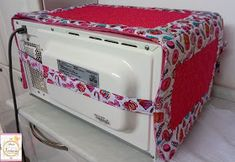 Diy Home Crafts, Sewing Crafts, Fridge Handle Covers, Hanging Storage Pockets, Diy Bed Headboard, Clothing Store Displays, Asian Quilts, Fabric Basket Tutorial, Hand Embroidery Videos