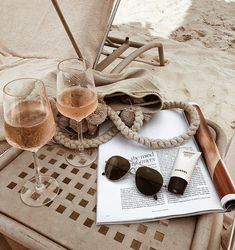 CUTE holiday inspiration, glasses of rose wine on the beach with and a magazine Summer Feeling, Summer Vibes, Summer Beach, Hot Beach, Men Summer, Style Summer, Summer Travel, Beach Babe, Photo Food