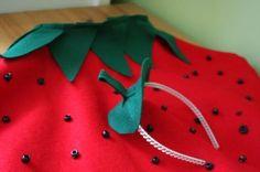 kids-strawberry-halloween-costume like the headband idea Strawberry Halloween, Strawberry Costume, Diy Halloween Costumes For Kids, Creative Costumes, Halloween 2018, Halloween Town, Halloween Ideas, Happy Halloween, Kids Costumes Girls