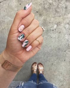 Ufff! Nos encanta este #SummerNailArt Está súper #girly y veraniego ✨ #beauty #look #fashion