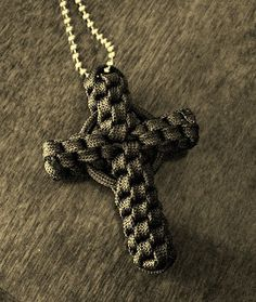 This page has a link to a youtube video instruction w/out ring - Stormdrane's Blog: Paracord Crown Sinnet Circle Cross...