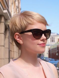 Short Textured Haircut with Wavy Fine Hair Hair styles Short Textured Haircuts, Cute Hairstyles For Short Hair, Pretty Hairstyles, Short Hair Cuts, Short Hair Styles, Hairstyle Ideas, Undercut Hairstyles, Pixie Hairstyles, Pixie Haircut