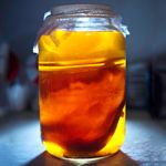 Making kombucha soda is easy, delicious and so good for you! What is Kombucha? Kombucha is a raw, fermented, naturally carbonated tea full of probiotics Probiotic Foods, Fermented Foods, Fermented Tea, Herbal Remedies, Natural Remedies, Health Remedies, Benefits Of Kombucha Tea, Healthy Drinks, Healthy Recipes