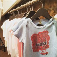 Bébé TSHIRT débarque en boutique ! Venez rejoindre l'équipe et découvrir nos modèles au 65 rue de Turenne, 75003 Paris. Monsieur Tshirt, Book Instagram, Rue, T Shirts For Women, Boutique, Mens Tops, Fashion, Moda, Fashion Styles