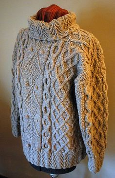 Aranmor, hand knit design by Alice Starmore. Published in Aran Knitting Aran Knitting Cable Knitting Patterns, Easy Knitting, Knitting Stitches, Knit Patterns, Knitting Tutorials, Stitch Patterns, Aran Sweaters, Cardigans, Vogue Knitting