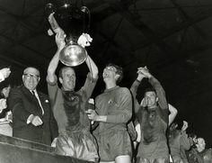 Man Utd Fc, Bobby Charlton, Man Utd News, Back Row, European Cup, Manchester United Football, Old Trafford, Man United, The Unit
